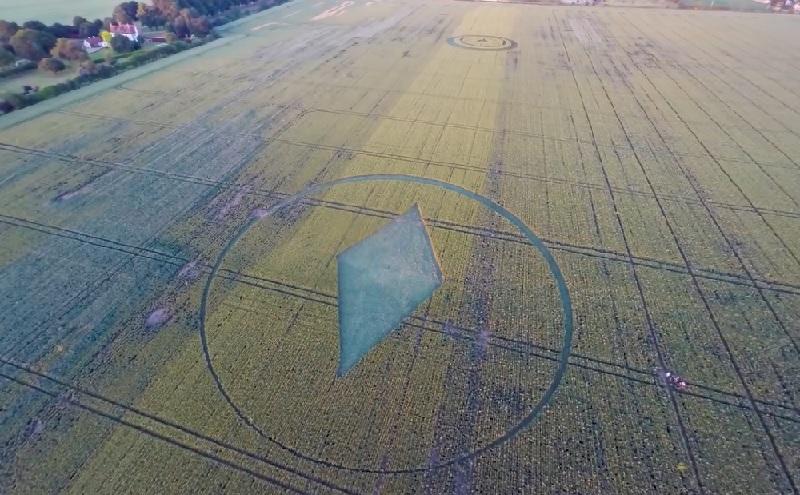 Diamond crop circle near Southend